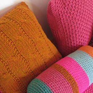 almohadones dos agujas deco tejido 300x300 - Almohadón cuadrado