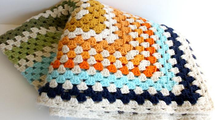 mantas crochet cuadrada nursery - Delicadas mantas para la Cuna del bebe. Ropa de Cuna.