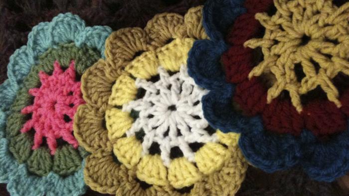 flor japonesa PUERTA AL SUR CROCHET - Cortinas con flores tejidas al crochet