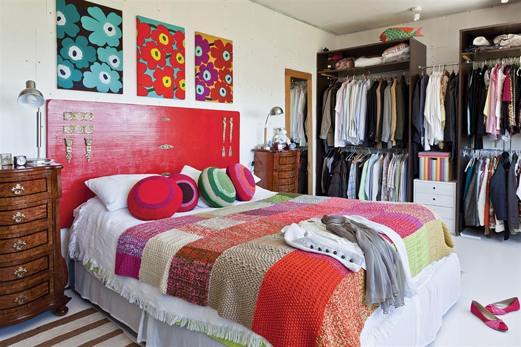 respaldo cama rojo - Cómo decorar con almohadones?