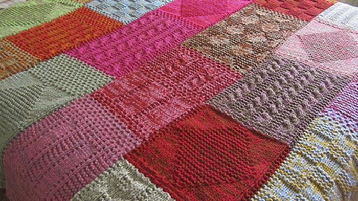 manta tejida dos agujas - Las mantas, un factor cool #HomeDecor