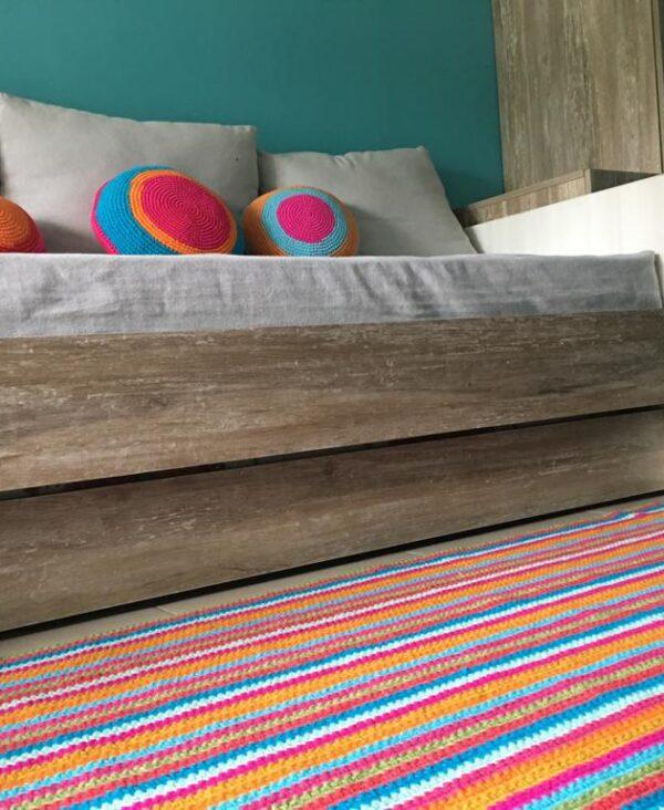alfombra rayas crochet.colores 600x732 - Alfombra cuadrada a rayas varios colores