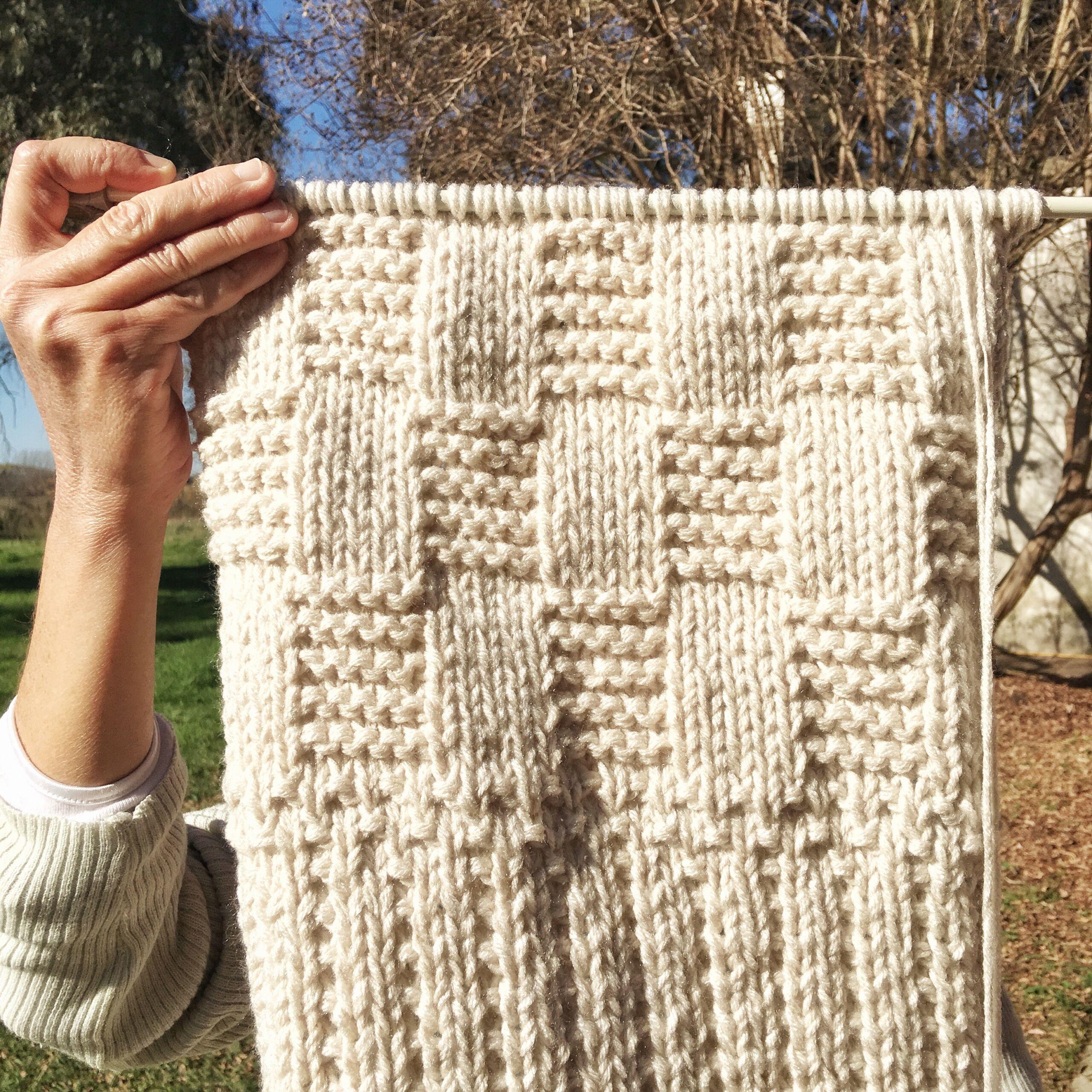 banda tejida dos agujas PUERTA AL SUR scaled - Bufandas tejidas con restos de hilos de lanas #diy