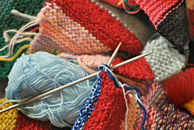 lana para tejer 2 agujas - El beneficio de poder tejer en cualquier lugar