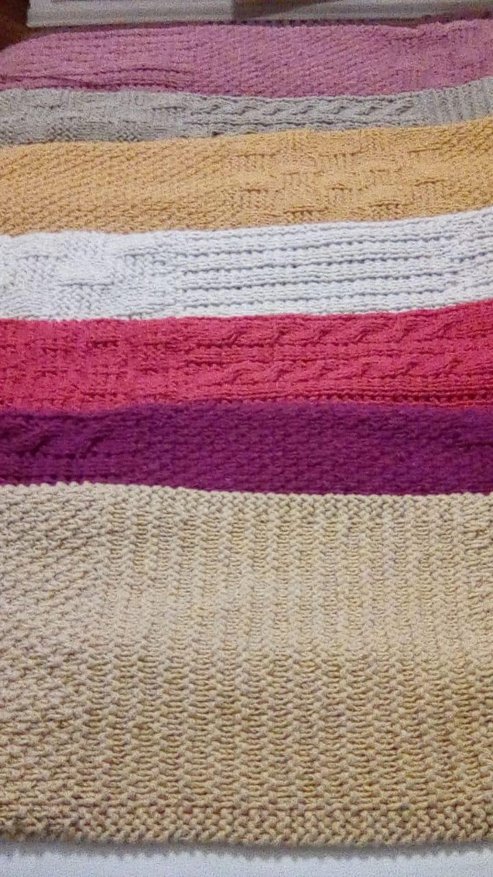 manta bandas - Bufandas tejidas con restos de hilos de lanas #diy