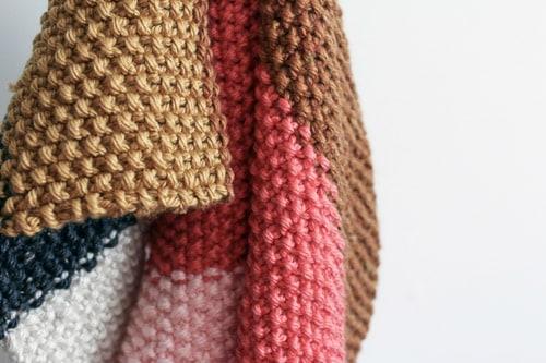 manta tejida PUERTA ALSUR - El beneficio de poder tejer en cualquier lugar