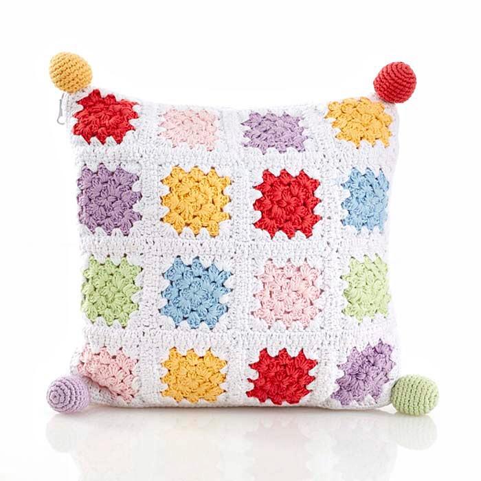 55F20523 314A 437E BEDD 19A8593C7DA5 - Pompones y borlas en los almohadones infantiles #DIY